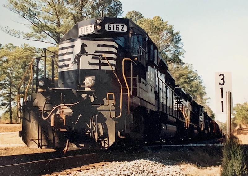 NS Donates SD40-2 To Kentucky Steam
