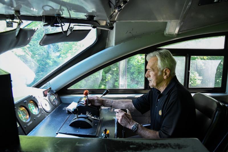 Last Milwaukee Road Engineer Pulls the Pin on Metra