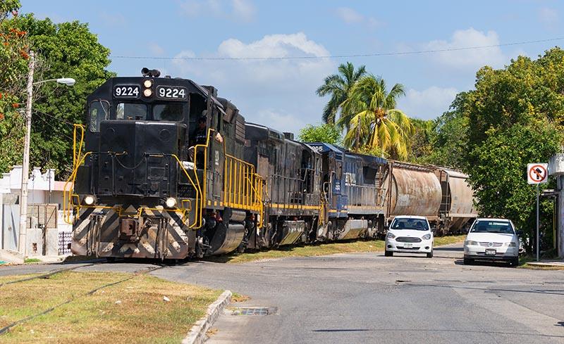 American Locos in the Tropics: Yucatán Short Line